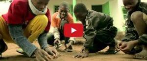 VÍDEO: Niños de Mozambique apadrinan españoles estresados