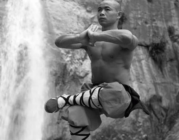 Estas fotos de Monjes Shaolin desafían lo que sabemos acerca de las limitaciones del cuerpo