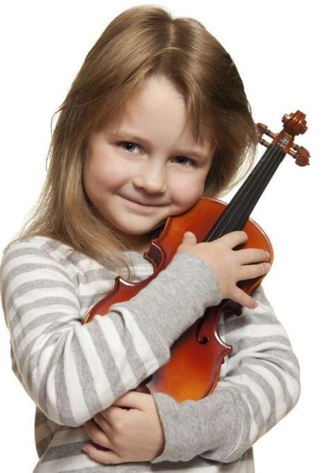 niña y su violin