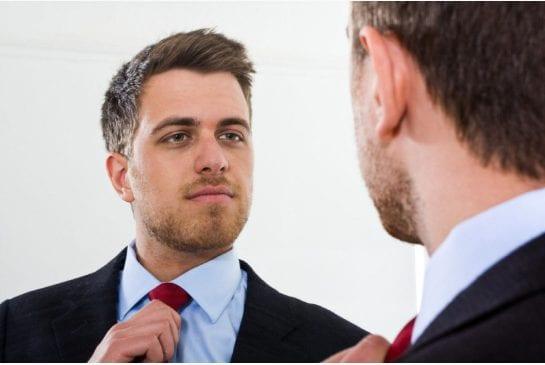 hombre y corbata