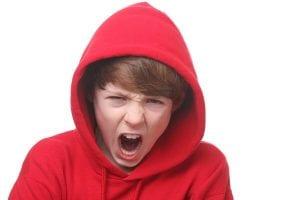 chico enfadado