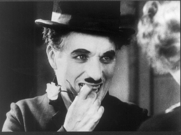 Las 15 mejores frases de Charles Chaplin (y algunas de sus curiosidades)