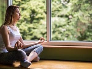 respirar mientras se medita