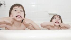 niños que copian conducta