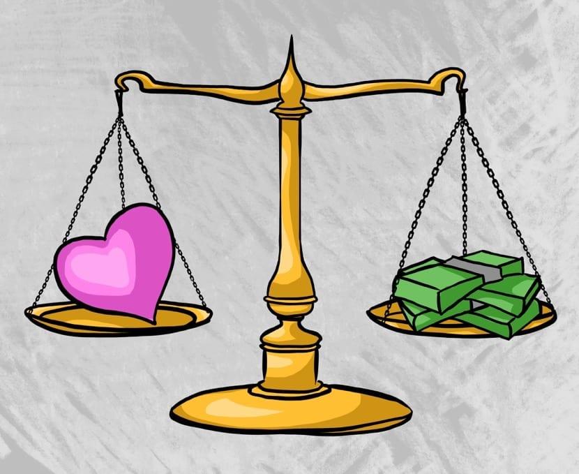 dinero y felicidad en una balanza