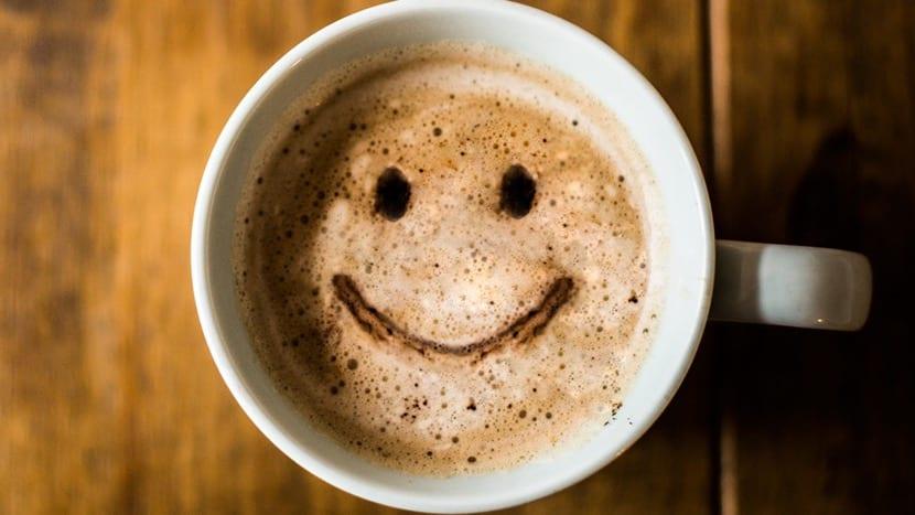 felicidad en un café