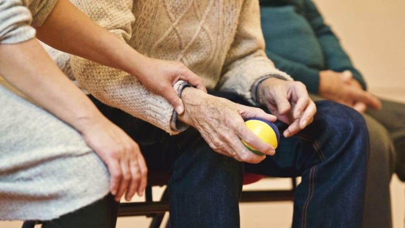 personas mayores trabajando motricidad