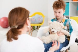 psicóloga infantil en terapia