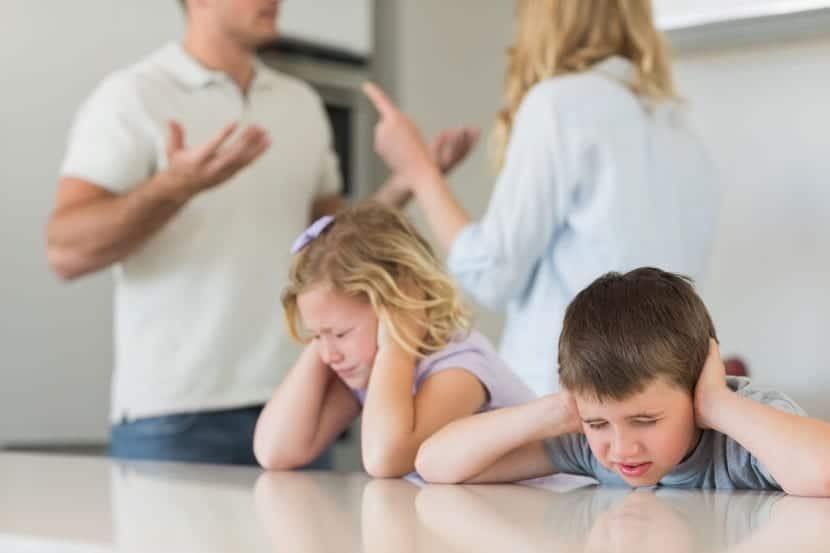 nenes sufriendo por culpa de padres