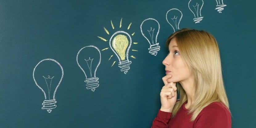 mujer teniendo una gran idea