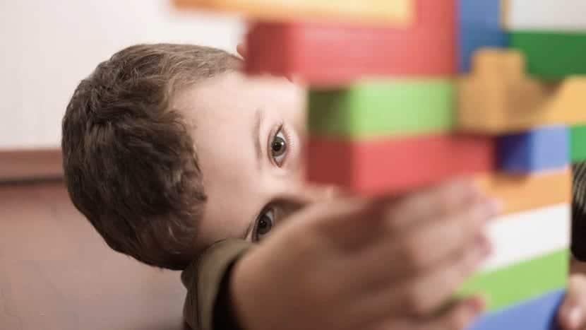 Niño con autismo e hiperlexia
