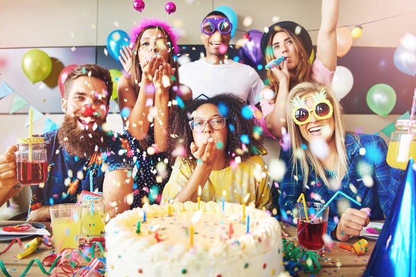 celebrar una fiesta con tarjetas de cumpleaños graciosas