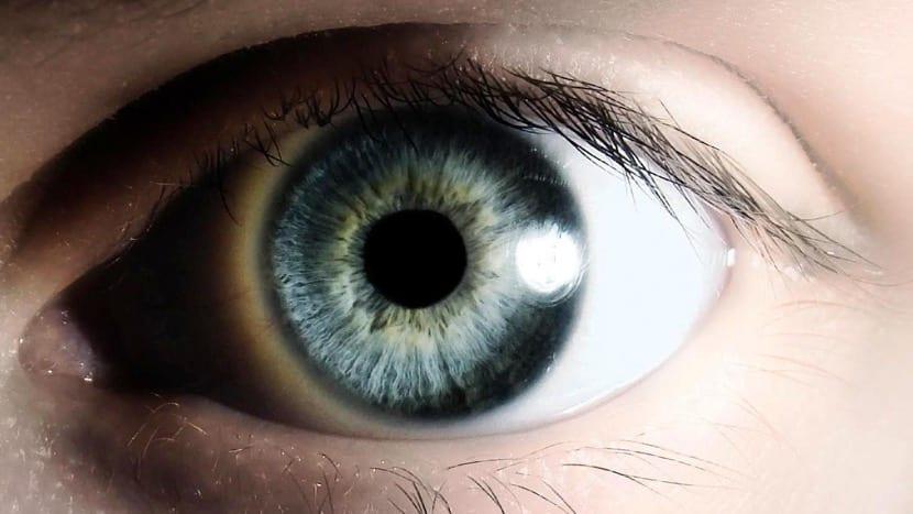 ojos en mitad de una sesion de hipnosis