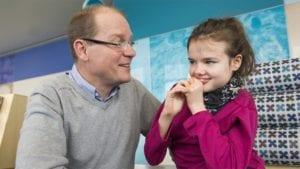 nena con síndrome de rett en terapia