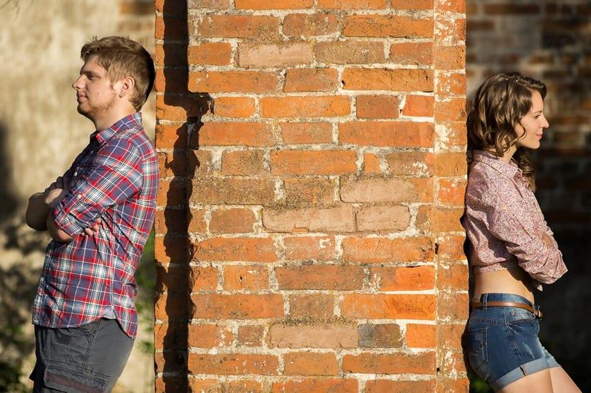 pareja distanciada por culpa de los celos