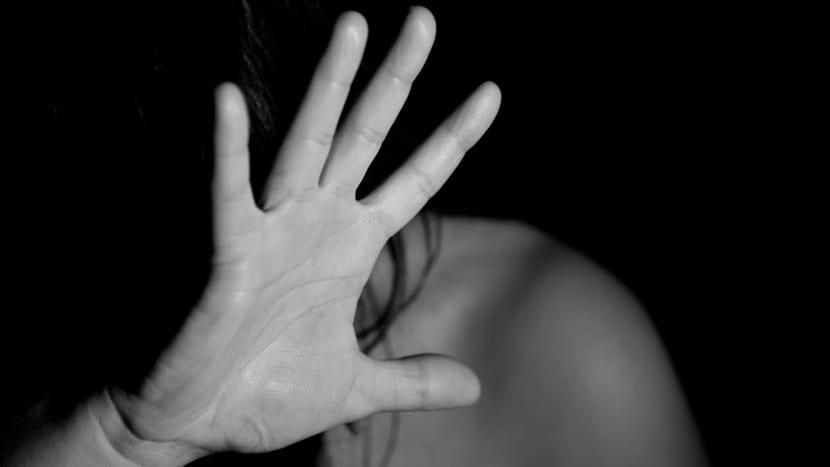 chica que quiere parar el maltrato psicológico