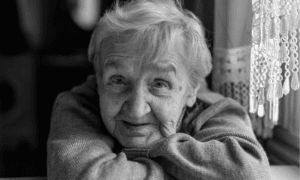 mujer mayor en terapia