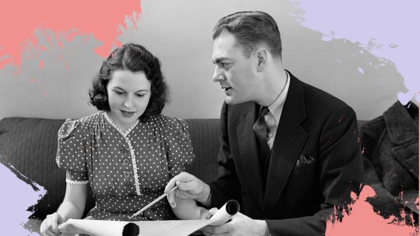 mansplaining anticuado entre hombre y mujer