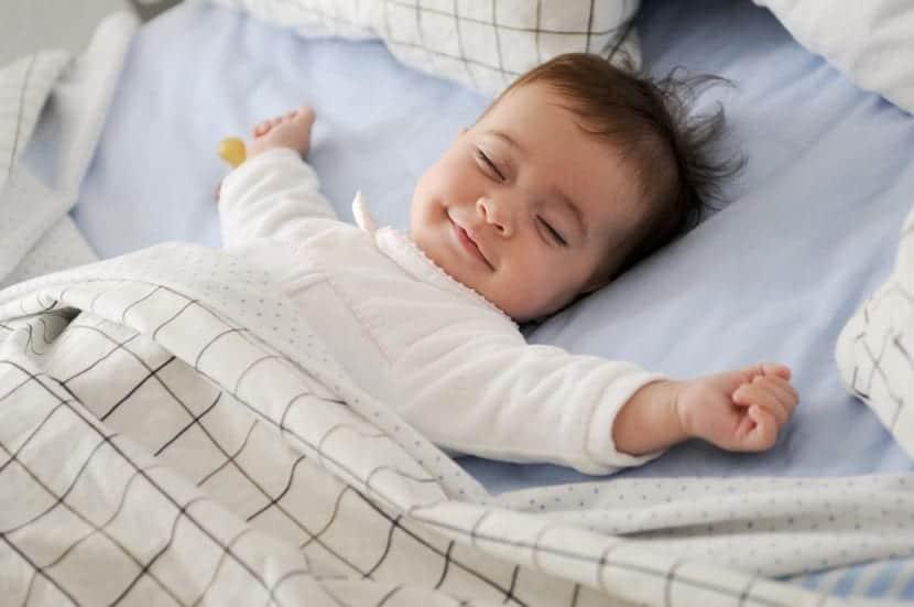 nene durmiendo feliz