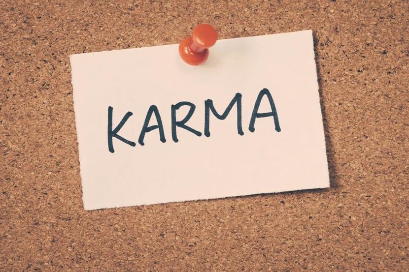el karma escrito en un corcho