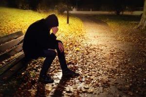 chico decepcionado con sintomas de depresion