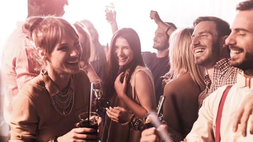 habilidades sociales en una fiesta