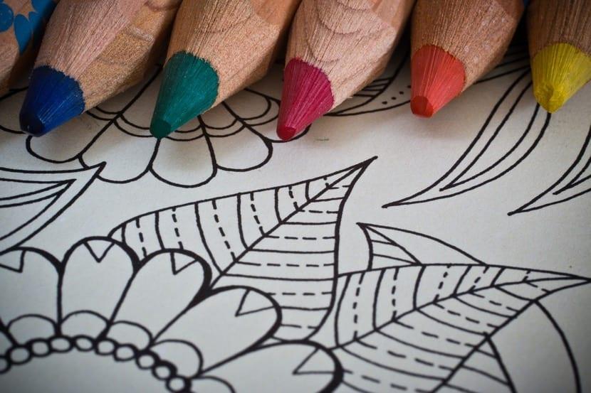 pintar mandalas con lapices de colores