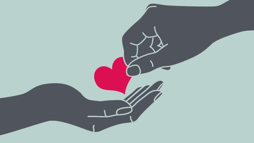 manos que ofrecen amor y humildad