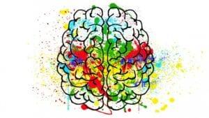 cerebro con colores de personas divergentes