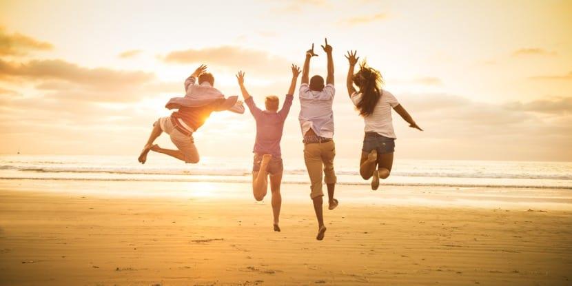 personas felices idealistas