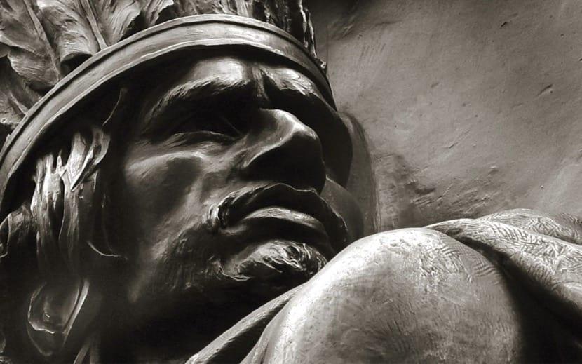 Nezahualcoyotl estatua