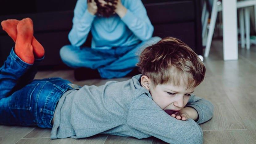 agresividad infantil en el suelo