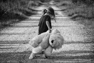 apego ambivalente nena triste