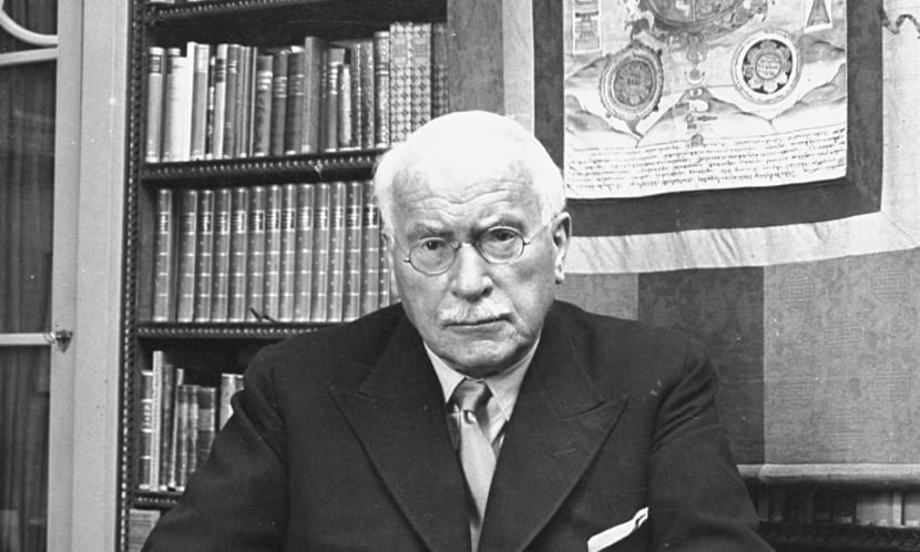 carl jung en su despacho