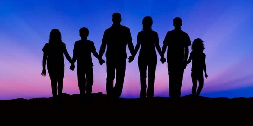 personas unidas por la conciencia