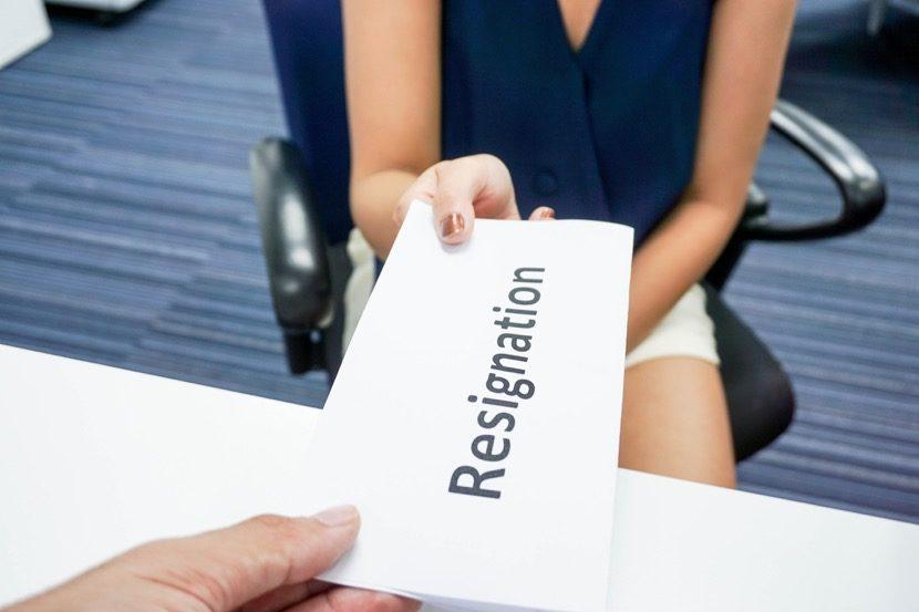 resignacion en papel