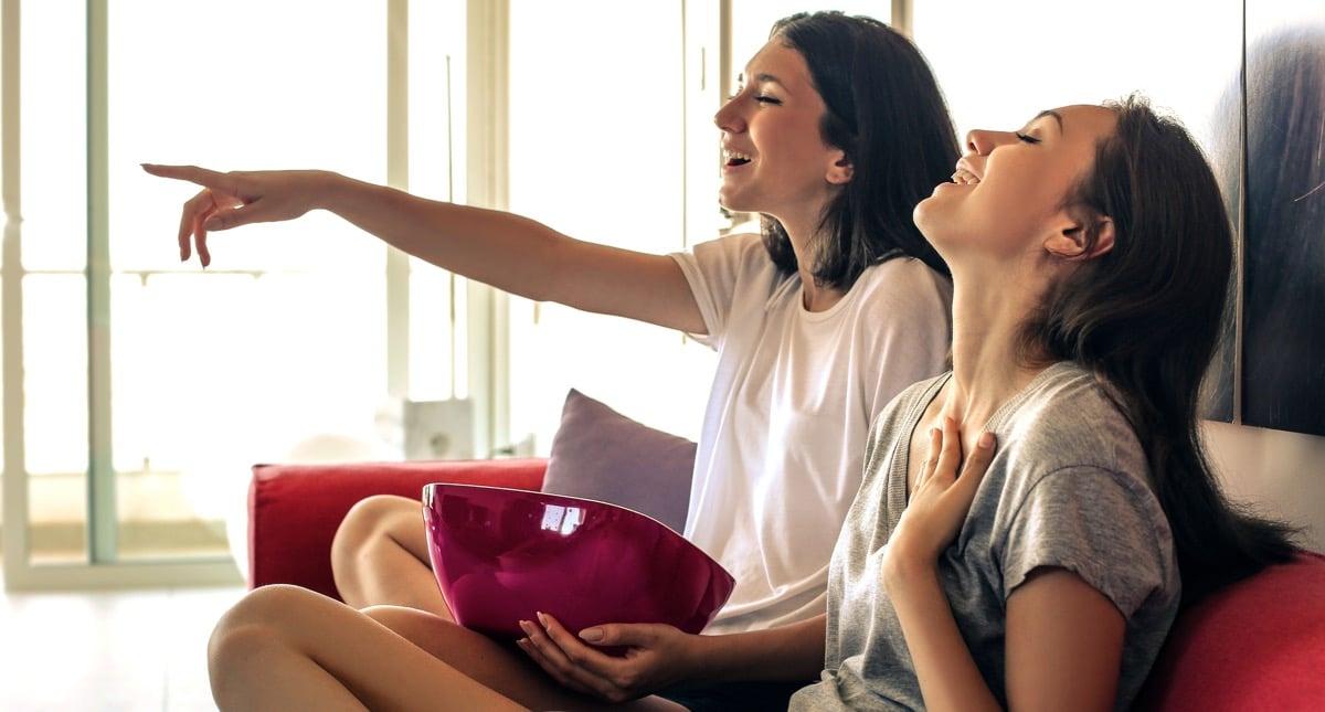 adolescentes viendo una peli