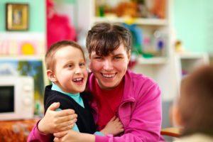 clase con nene con necesidades educativas especiales
