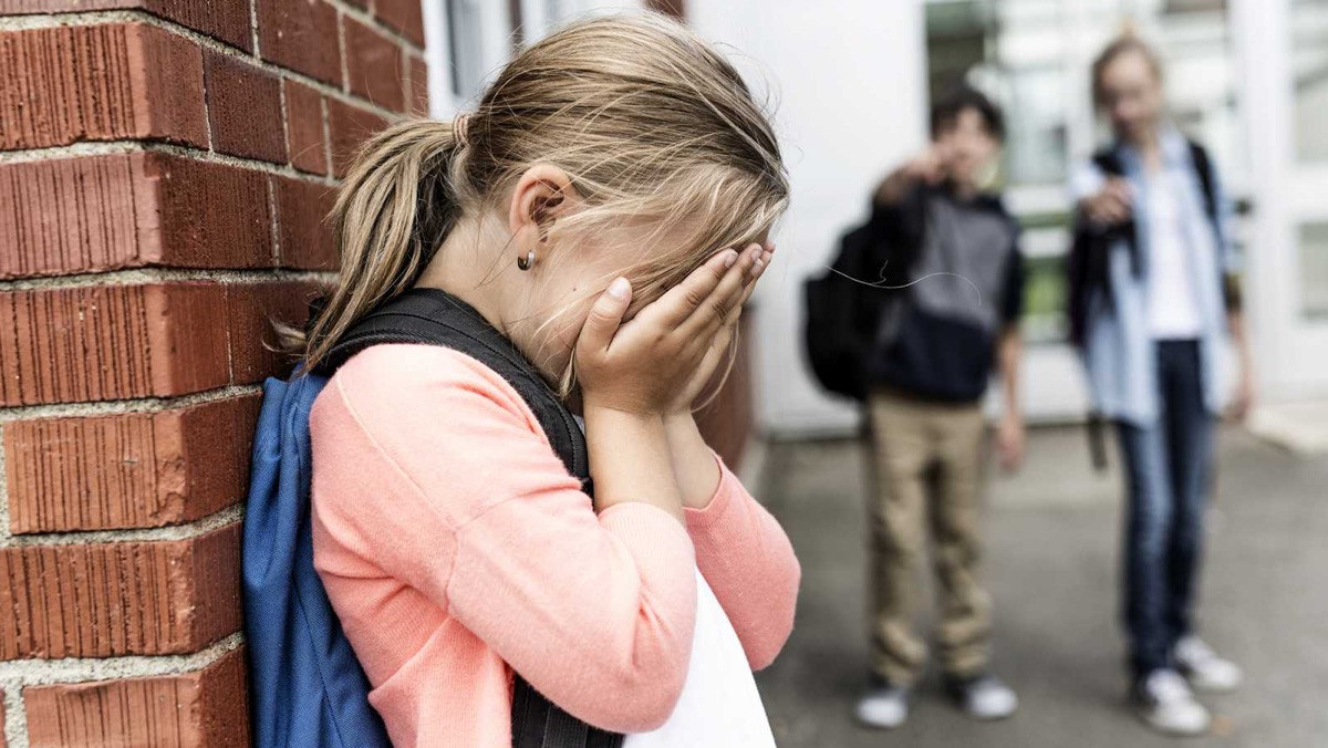 nena triste por bullying