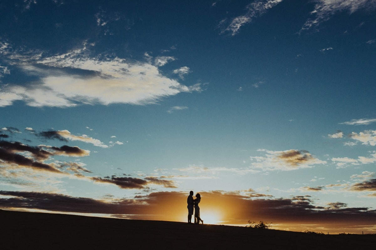pareja de enamorados gracias a las dedicatorias de amor cortas