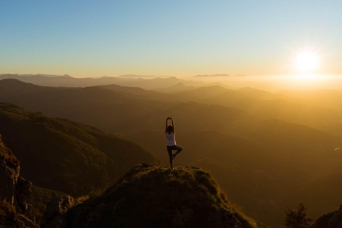 Frases de yoga que te hacen sentir en la cima